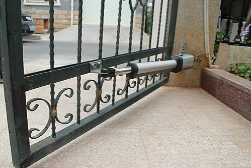 350kg auto single swing gate opener with solar. Black Bedroom Furniture Sets. Home Design Ideas